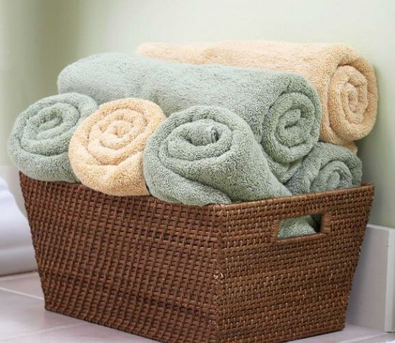 Свернутые в рулоны банные полотенца