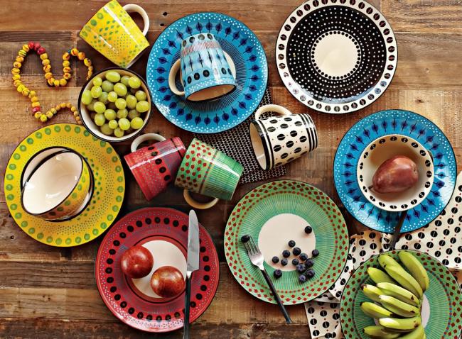 Выкиньте старую посуду и приобретите новую - единственный выход, который поможет держать кухню в надлежащем виде