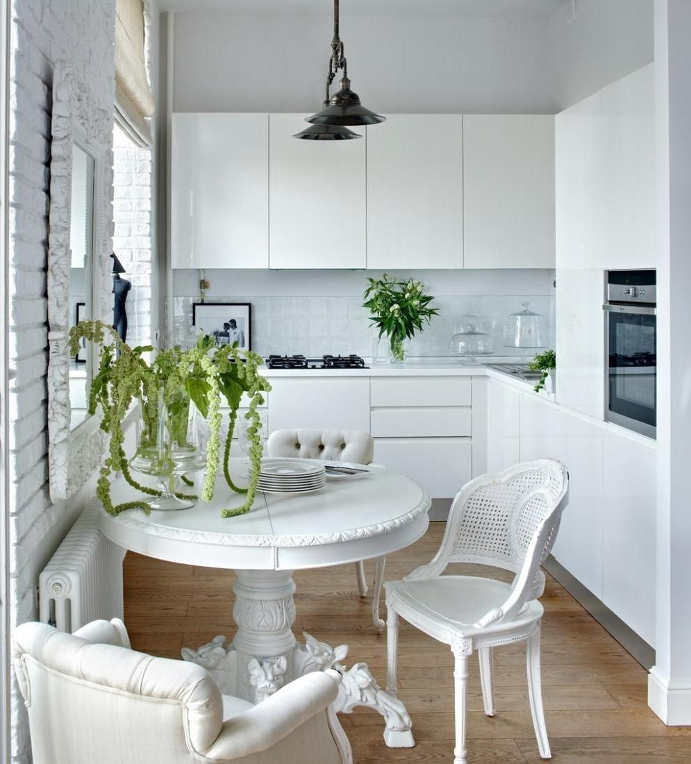 Белая небольшая кухня метражом 6 квадратных метров