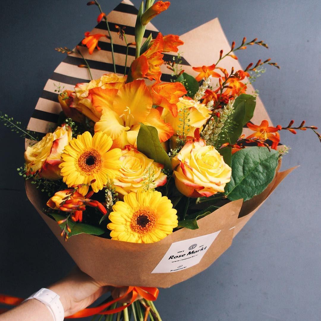 Обалденный букет благодаря сочетанию оранжевых и желтых цветов