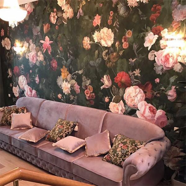Тот самый всеми любимый бледно-лиловый диван в гостиной