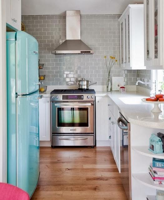 Ретро холодильник в интерьере кухни