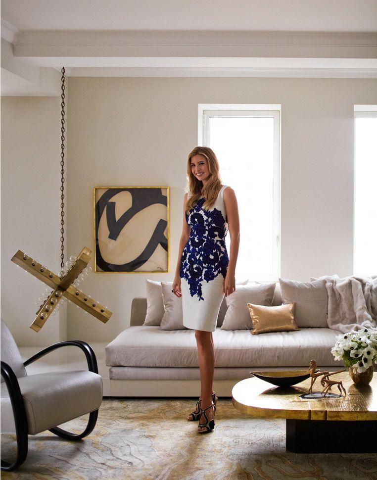 Иванка Трамп в гостиной комнате