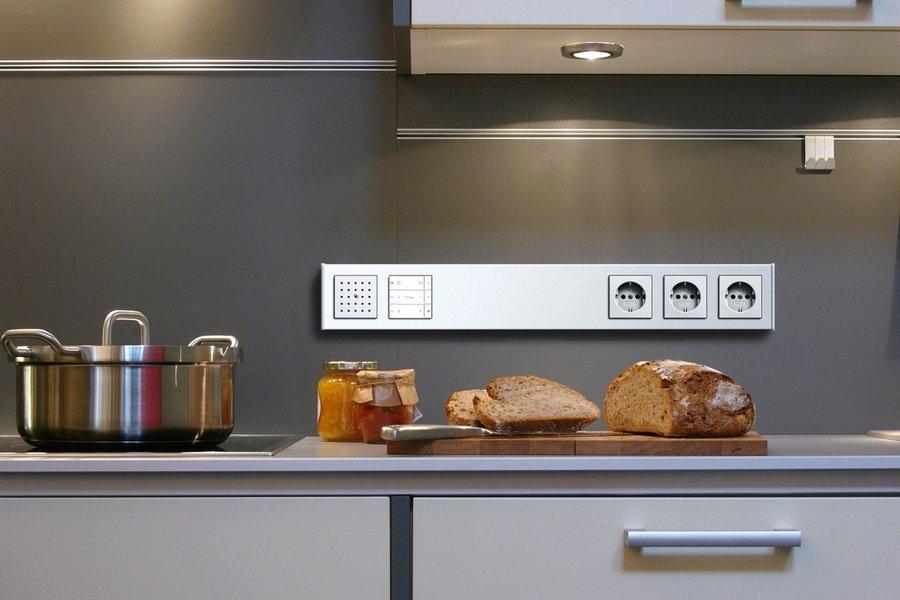 О чем нельзя забывать во время установки розеток на кухне