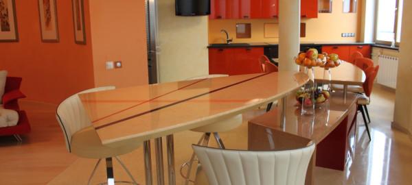 Форма и расцветка конструкции могут варьироваться в широком диапазоне