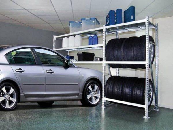 Гаражные металлические полки на перфорированных стойках для хранения расходников и автокомплектующих