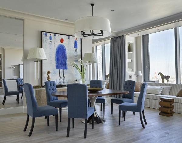 Гостиная в стиле модерн отдана во власть холодным оттенкам сине-серого