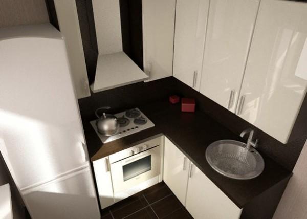 Грамотное размещение оборудования и кухонного гарнитура, а также правильное применение цветов сделает и маленькое помещение удобным.
