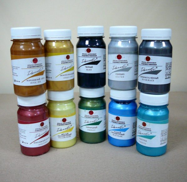 Художественная роспись осуществляется специальными красками, которые не относятся к водно-дисперсионным