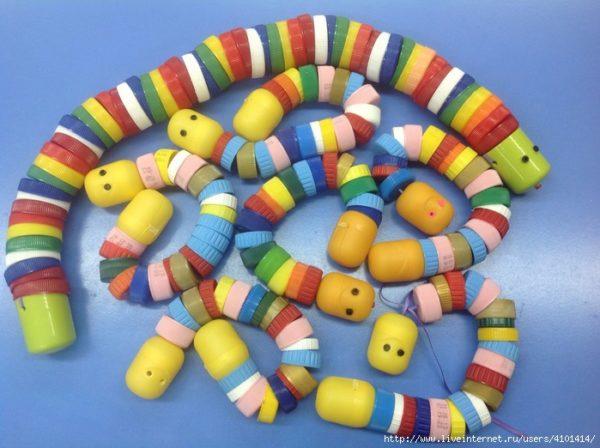 Игрушки в виде потешных змей в процессе своего изготовления не потребуют никаких дополнительных финансовых затрат