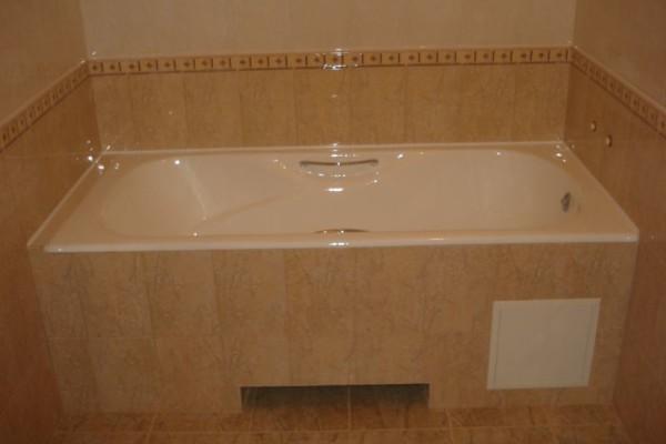 Иногда используется вариант с созданием экрана ванной и его облицовкой керамикой