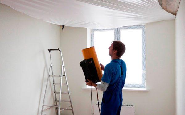 Инструкция по монтажу глянцевого потолка достаточно сложная, и требующая использования определенного оборудования