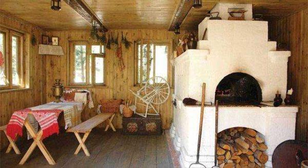 Исключительно российский вариант дизайна с настоящей русской печью в деревянном доме.