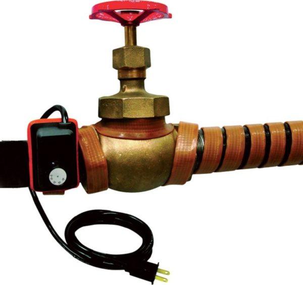 Использование греющих кабелей позволяет защитить от холода наружные участки коммуникаций