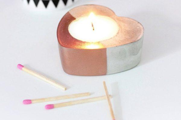 Из цемента можно получить уникальные подставки для свечей