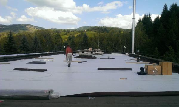 Изоляционный материал создаст барьер между бетоном и утеплителем