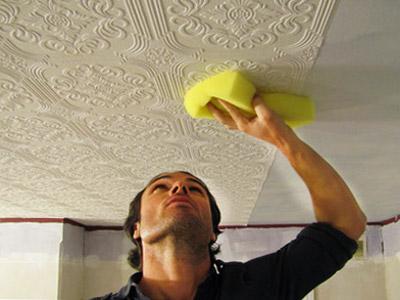 Обои флизелиновые клеить можно и на потолок