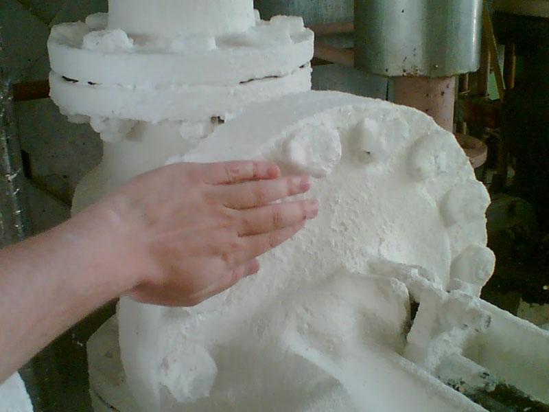Керамическая прослойка препятствует передаче тепловой энергии во внешнюю среду