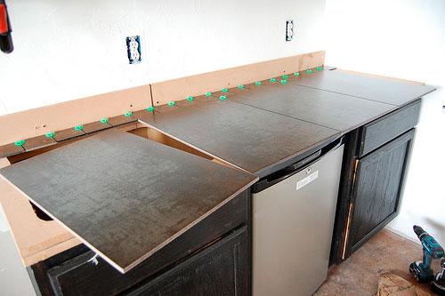 Керамогранит - идеальное покрытие для рабочей поверхности.