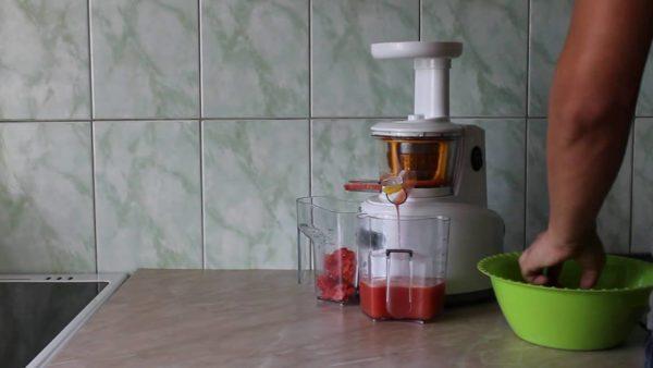 Kitfort KT-1101 гармонично вписывается в интерьер современной кухни
