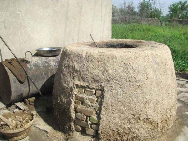 Классическая конструкция печи: каменная кладка обмазана глиной с соломой.