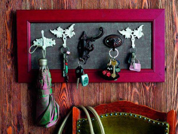 Ключница может стать не просто местом для хранения ключей, а настоящим украшением вашего домашнего интерьера