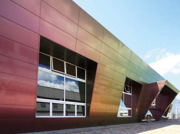 Композитные изделия на основе алюминия используют в фасадных работах по всему миру
