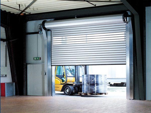 Конструкции с цельнометаллическими секциями используются в основном при оборудовании промышленных объектов