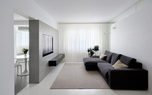 Контраст темной мебели со светлыми стенами сглаживает аскетичность стиля минимализм.