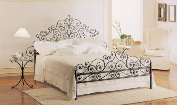 Кованая кровать исправно послужит не только вам, но ещё и вашим потомкам