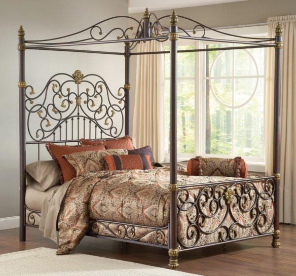 Кованая кровать — классический вариант оформления спальни, который не утратил своей актуальности и в настоящее время