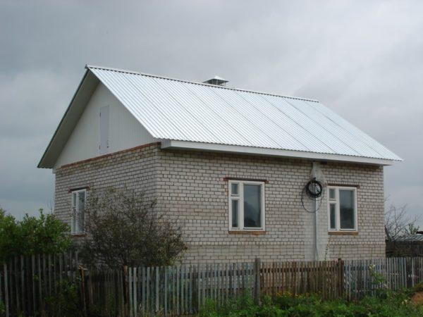 Крыша из профнастила без полимерного покрытия наименее долговечна