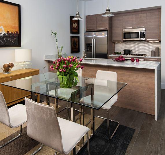 Кухни в хрущевке сложно назвать подарком судьбы, но и они могут быть превращены в уютное и эргономичное пространство