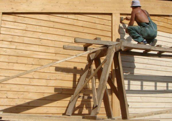 Лак акриловый можно использовать для наружных работ