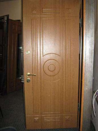 Ламинированные накладки на металлические двери из МДФ наиболее доступны в финансовом плане