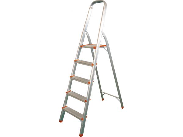 Лестница нужна для того, чтобы вы могли достать до любого участка поверхности на потолке и стенах
