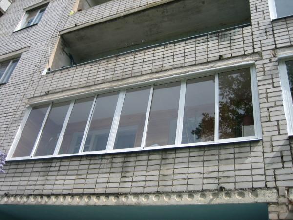 Лоджия не выступает за пределы здания.