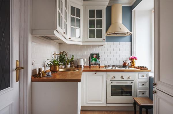 Маленькая кухня при правильном подходе к дизайну может стать образцом вкуса и умения делать пространство функциональным