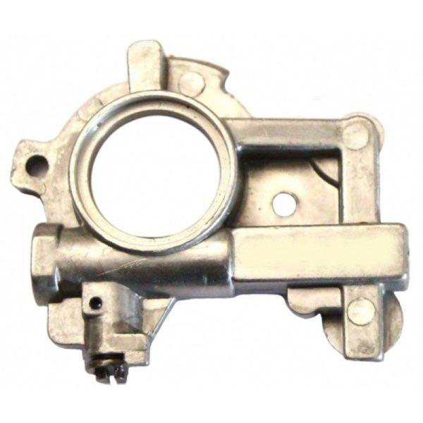 Маслонасос МС 660 снабжён регулятором, позволяющим при необходимости увеличивать и уменьшать подачу масла на цепь