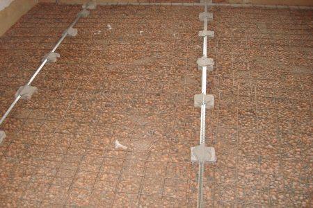 Маяки установленные на керамзитной подушке с армированием.