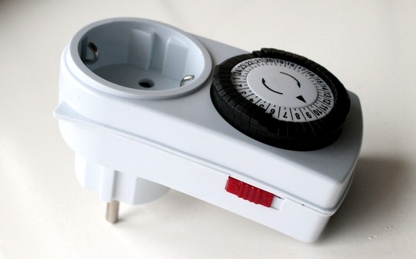 Механическая розетка с кнопкой выключения и штекером