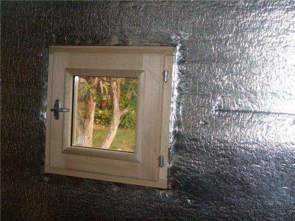 Минеральная вата с отражающим слоем — лучший утеплитель для бань, так как он сохраняет тепло внутри помещения