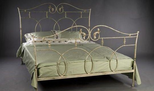 Модель «Лаура» даёт яркое представление о том, какие спальные ложа предпочитали средневековые аристократы