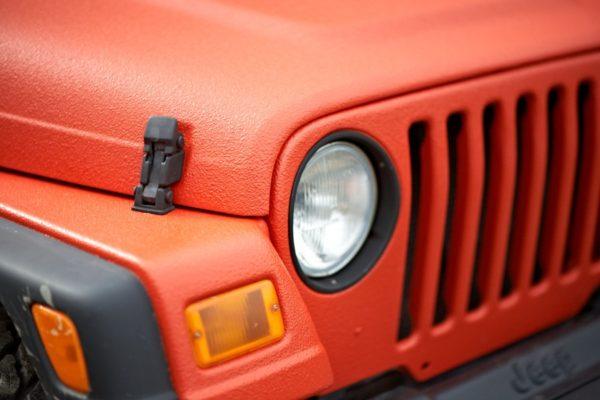 Молотковой краской можно красить и автомобили — особенно те, которые испытывают воздействия жестких погодных условий