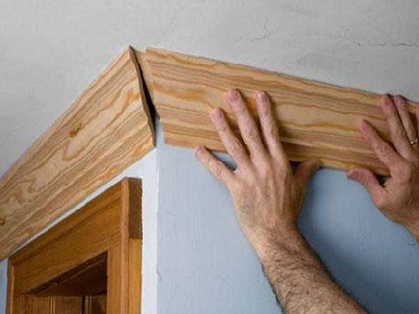 Монтаж деревянных галтелей усложнен их большим весом