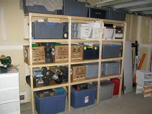 Можно приобрести пластиковые контейнеры и организовать почти профессиональную систему хранения