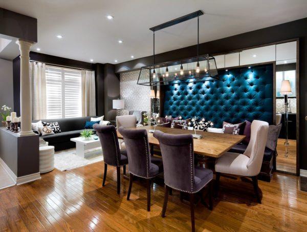Мягкая отделка в гостиной сделает интерьер более теплым и уютным.