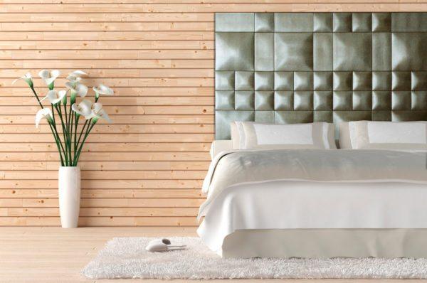 Мягкое изголовье кровати это удобно и оригинально.