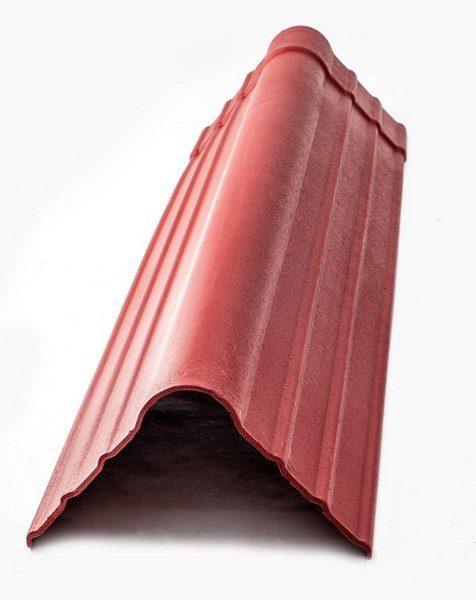 На фото — коньковый элемент для кровли из керамопласта