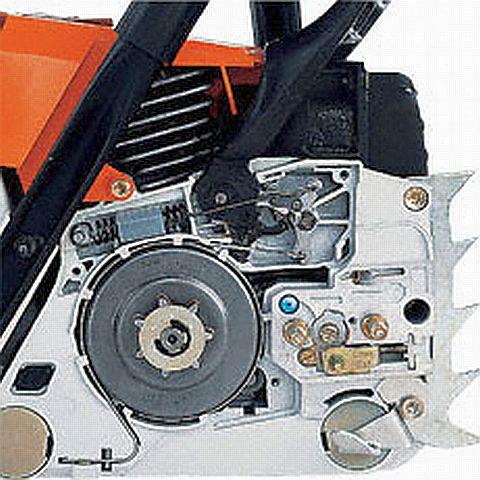 На фото — тормоз Quick-Stop, он делает работу инструмента более безопасной.